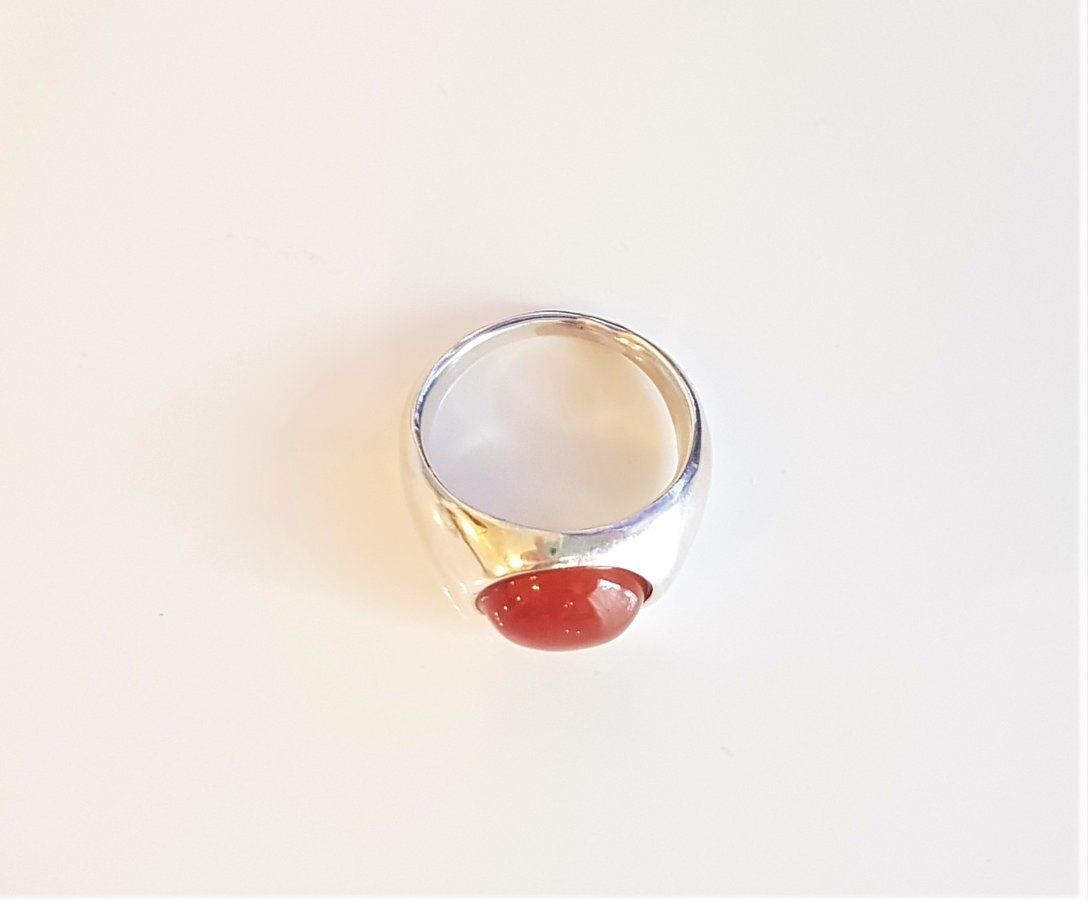 Sudraba gredzens ar serdoniku