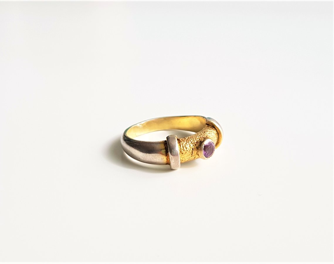 Apzeltīts sudraba gredzens ar ametistu