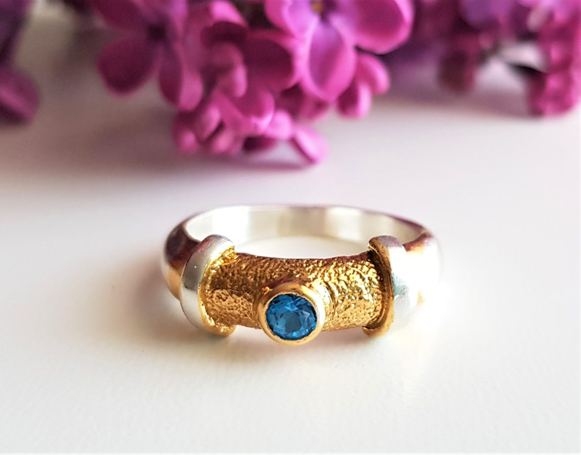 Apzeltīts sudraba gredzens ar topāzu