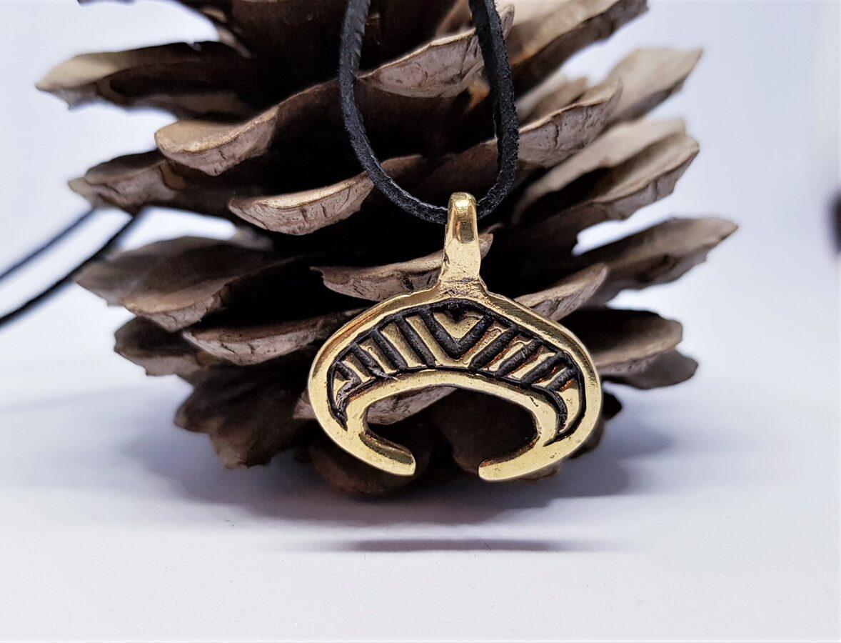 """Bronzas kulons """"Mēness simbols"""""""