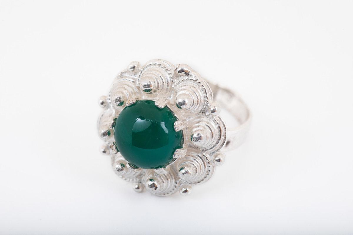 Sudraba gredzens ar ahātu