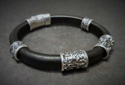 Genuine leather bangle with silver decors