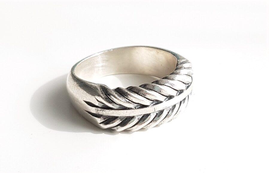 Sudraba gredzens ar stilizētu PIebalgas pinumu