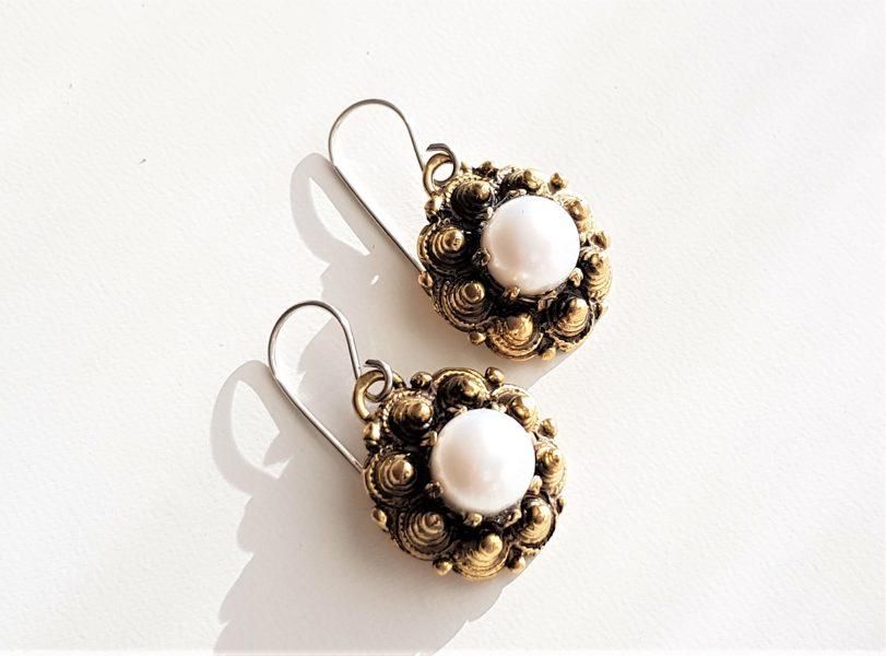 Bronzas auskari ar pērli