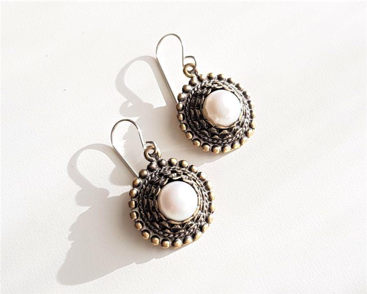 Bronzas Saules auskari ar pērli