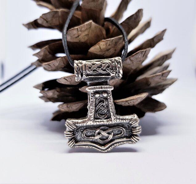 "Vikingu sudraba kulons ""Tora āmurs"" jeb ""Mjolnir"" (mjiol-nair) (liels)"