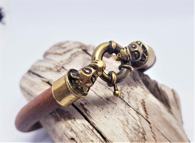 Ādas rokassprādze ar bronzas dekoriem (brūna, kods BR_014)