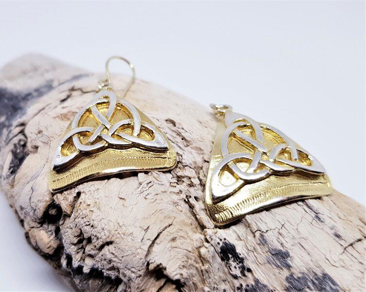 Apzeltīti auskari ar bezgalības simbolu (izliekti)