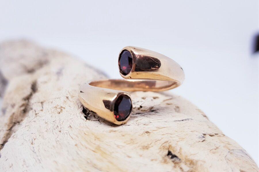 """Zelta gredzens ar granātiem """"Dzērvenes saulē"""""""