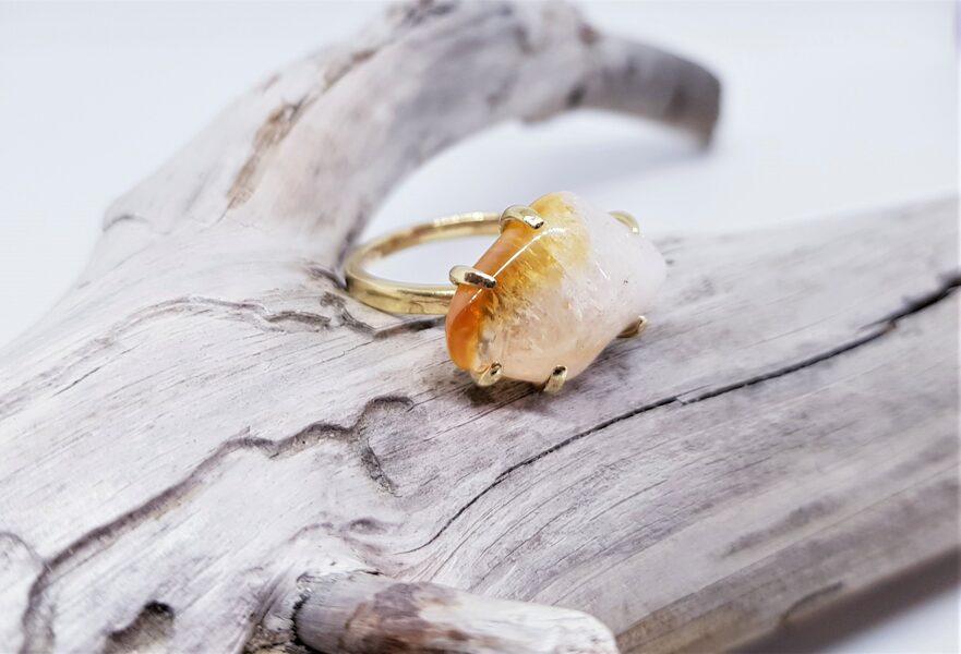"""Zelta gredzens ar citrīnu """"Ārpus ierastā"""" (gluds)"""