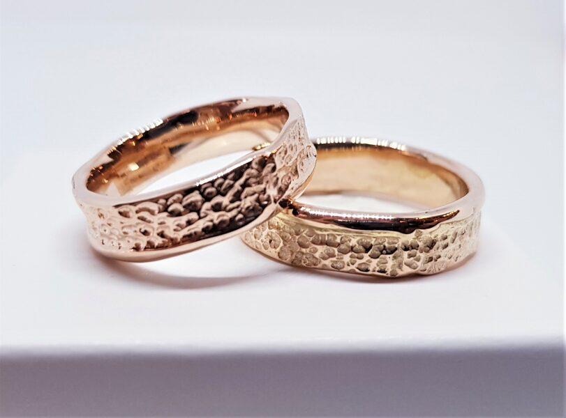 Laulību gredzeni interesantam pārim